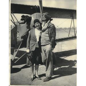 1930 Press Photo Jr. Transcontinental Record Holder Frank Goldsborough With Mom