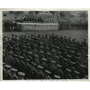 1943 Press Photo Airmen at the San Antonio Aviation Cadet Center pass review