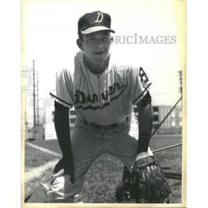1965 Press Photo Outfielder Bill Suma Denver Univ. - RRQ21461
