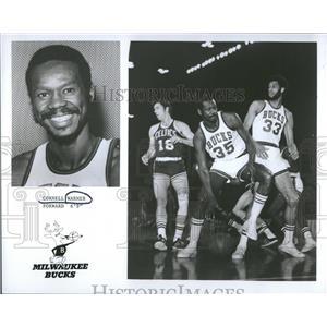 1974 Press Photo Cornell Warner Milwaukee Bucks NBA - RRQ22313