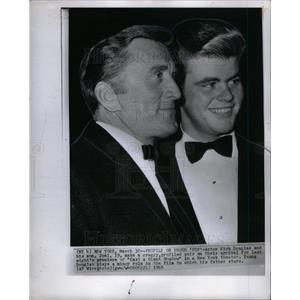 1966 Press Photo Kirk Douglas Actor Joel