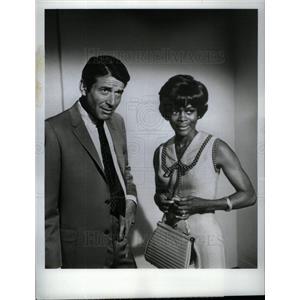 1969 Press Photo Efrem Zimbalist Jr Cicely Tyson FBI