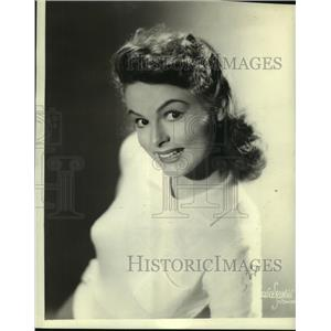 "1942 Press Photo actress Beryl Vaughan as ""Jessica Herringbone"" - lrz01606"