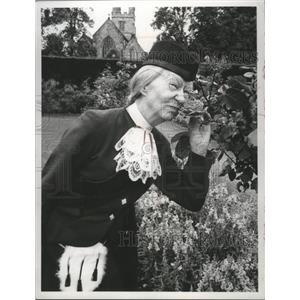 "1969 Press Photo Irene Ryan is happy with her ""Hillbillies"" role. - mjx46377"