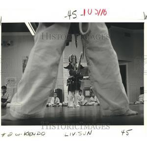 1986 Press Photo Kendo young students at Hayashi Sports Clinic - nob28143