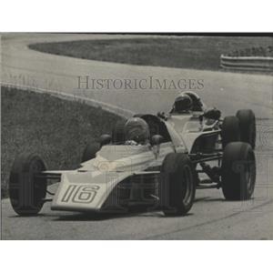 1977 Press Photo Formula Vees swing around Talladega road race course