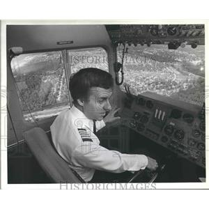 1983 Press Photo Goodyear Blimp pilot Larry Chambers at the controls - hca23134