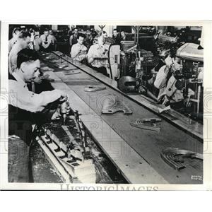 1941 Press Photo Workers assemble the airplane parts at Glenn L. Martin Company
