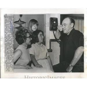 1965 Press Photo New York Mets Wes Westrum telephone - RRQ59457