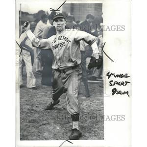 1935 Press Photo Albert Bigelow, pitcher, United Theate - RRQ60557