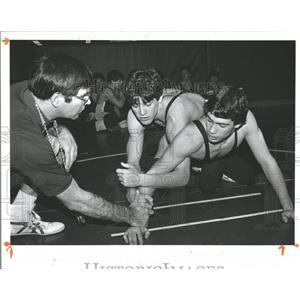 1983 Press Photo Joe Fisher Terry Saylor Wrestling - RRQ59337
