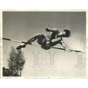 1938 Press Photo Bill Vandermay Athlete basketfull Home - RRQ56421