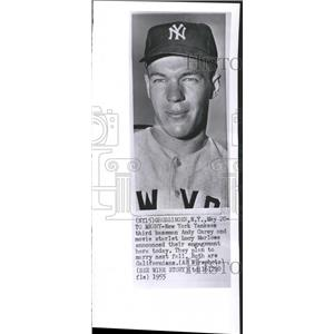 1955 Press Photo NY Yankees Andy Carey Lucy Marlowe - RRQ49395