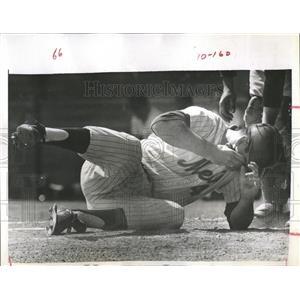 1966 Press Photo Batman Down Dick Stuart Gus Mauch Slugger NT Met - RRQ69917