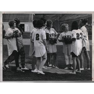 1967 Press Photo Denver Bears players wives (Baseball) - RRQ44087