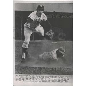 1969 Press Photo Minnesota Twin Frank Quiliei Gets White Sox Walt Williams Out