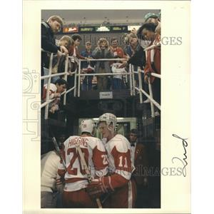 1987 Press Photo Shawn Burr Hockey Player - RRQ16613