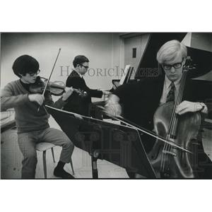 Press Photo UWM Orchestra's Taik Ki Kim, Jon Olson, Rubard Peep play together