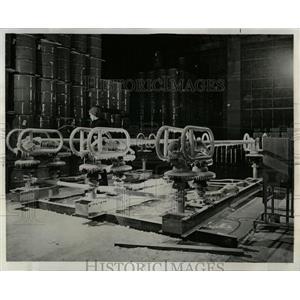 1968 Press Photo High Voltage in Testing Laboratories - RRW64421