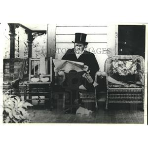 1885 Press Photo Ulysses S. Grant reading on his porch, Saratoga Springs