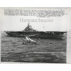 1959 Press Photo Anti Submarine Warfare helicopter past battleship Tarawa