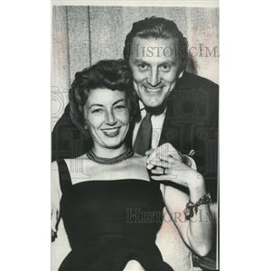 1954 Press Photo Actor Kirk Douglas marries Miss Ann Buydens of Paris, France