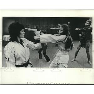 1974 Press Photo Juana Sabatino teaches karate classes at YWCA in Hales Corners