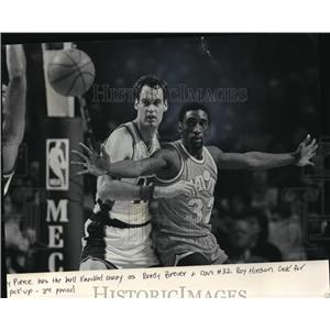 1986 Press Photo Cleveland Cavaliers - Roy Hinson in Game with Milwaukee Bucks