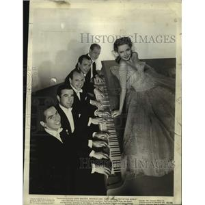 """1945 Press Photo Diana Lynn and cast of """"Out Of This World"""""""