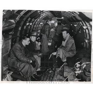 1946 Press Photo Newsmen aboard American Army Plane to leave for Swiss Alps