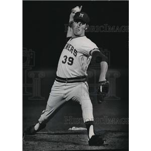 1974 Press Photo Billy Champion of the Milwaukee Brewers bears down - mjt02021