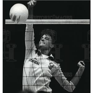 1990 Press Photo Waukesha's Michelle Switalski in high school volleyball action