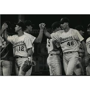 1992 Press Photo Milwaukee Brewers - Scott Fletcher, Bill Wegman - mjt01844