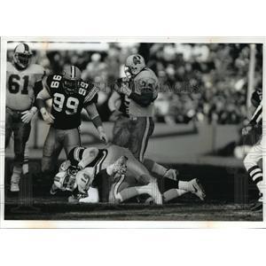 1992 Press Photo Green Bay Packers - Tony Bennett Sacks Vinny Testaverde