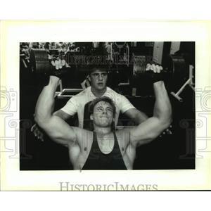 1993 Press Photo Butch Jeansonne spots Greg Nichols during dumbbell bench press