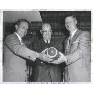 1965 Press Photo John Lynch-Vice President Illinoi Club-Chicago-Eliot Coach