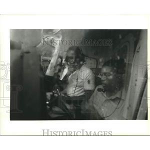 1994 Press Photo Pilot Donald Harris prepares Brandon Garibaldi's airplane ride