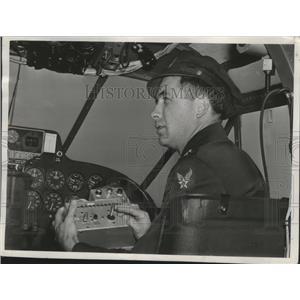 1945 Press Photo Major Douglas Whittaker controls the pilotless C-45 flight