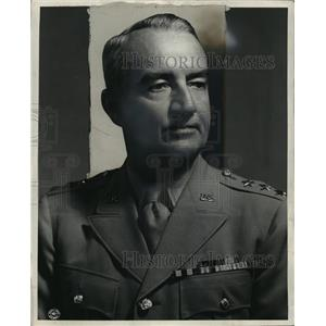 1945 Press Photo LT Con. Robert L. Bioheltong. Co of 1 Coupo Brinkn,