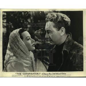 "1944 Press Photo Paul Henreid and Hedy Lamarr in ""The Conspirators"" - lrx03815"