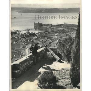 1958 Press Photo Fortress of St. George looks over Tagus River, Lisbon, Portugal