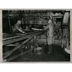 1937 Press Photo Fisher Body Plant Giant Press - RRW64591