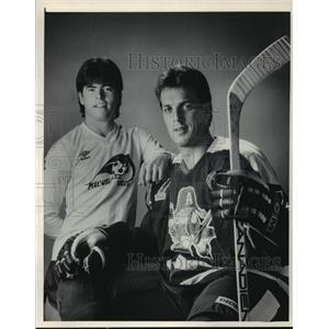 1985 Press Photo Milwaukee hockey players Tom Bolster and Dale Yakiwchuk