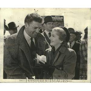 """1948 Press Photo Burt Lancaster and Joan Fontaine """"Kiss the Blood Off My Hands"""""""