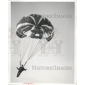 1970 Press Photo Theology Student Fred Heyenbruch Has An Appropriate Parachute