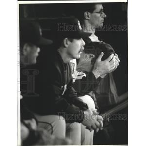 1994 Press Photo Milwaukee Brewers - Coach Tim Foli During Baseball Game