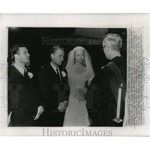 1955 Press Photo Actor Claude Dauphin marries actress Norma Eberhardt, Oakhurst