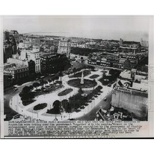 Press Photo Plaza de Mayo, Government House, Buenos Aires, Argentina - mjw01488