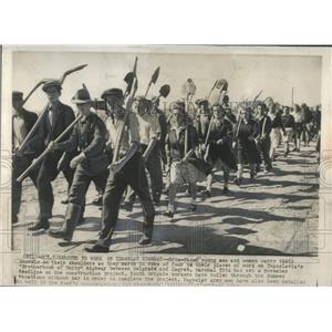 1940 Press Photo grim men shovels shoulder Zagreb tito - RRX81469