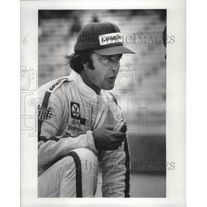 1979 Press Photo American auto racer, Billy Vukovich, with a hotdog - mjt07401